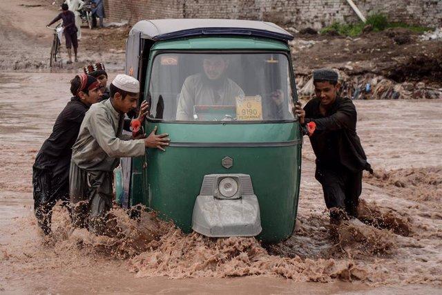 Archivo - Lluvias torrenciales en Pakistán