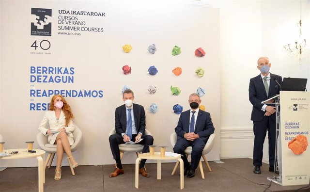 De izquierda a derecha: Valentina Rubertelli, presidenta del Consejo Nacional del Notariado italiano; Jens Bormann, presidente de la Cámara Federal del Notariado alemán; Adam Toth, presidente den CNUE; y Alvaro Lucini, delegado del CGN para el CNUE.