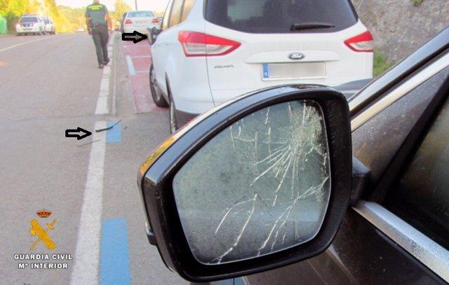 Uno de los vehículos dañados en Comillas