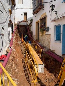 Archivo - Obras municipios pueblos diputación trabajos operarios tuberías calle obra