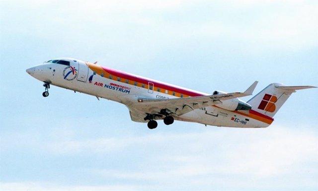 Archivo - Despeque de un avión de Air Nostrum en una imagen de archivo.