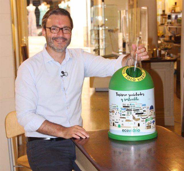 El alcalde de Palma, José Hila, en la promoción de la campaña Bandera Verde de Ecovidrio
