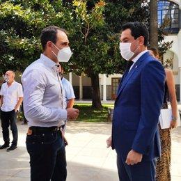 Valero hablando con Juanma Moreno para que reciba a los trabajadores de Airbus.