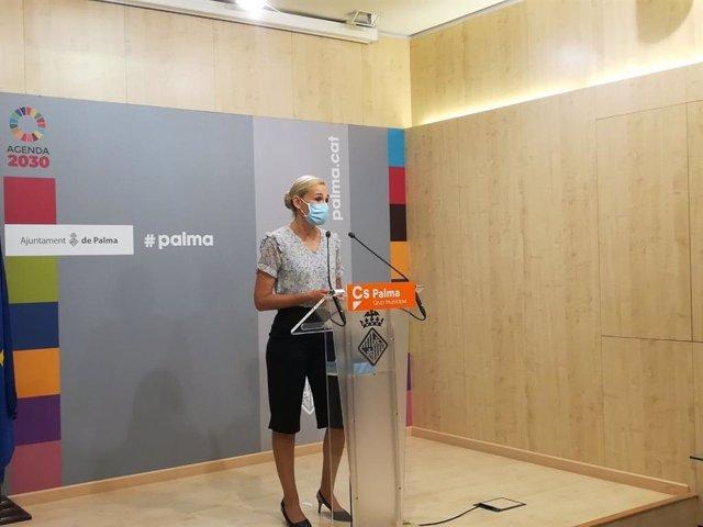 La portavoz del grupo municipal de Ciudadanos, Eva Pomar, en rueda de prensa