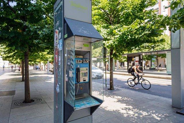 Cabina de Telefónica en el centro de la ciudad