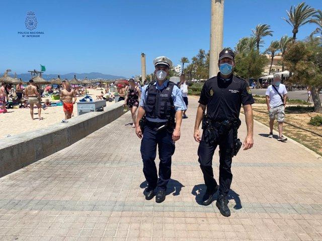 Policía Alemán y Policía Nacional patrullando por la Playa de Palma