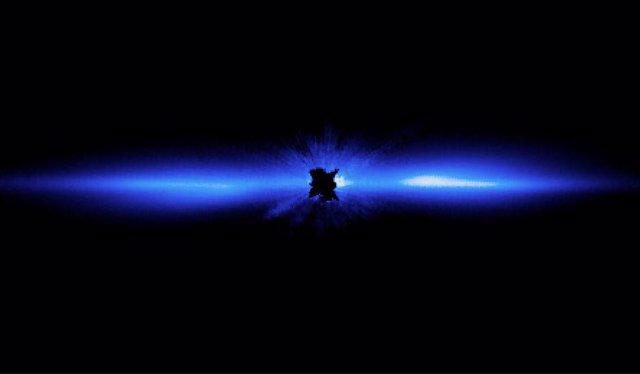 Un disco de escombros, que incluye cometas, asteroides, rocas de varios tamaños y mucho polvo, orbita la estrella Beta Pictoris, que está bloqueada en el centro de esta imagen de 2012 por un coronógrafo a bordo del Telescopio Espacial Hubble.