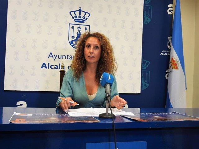 La delegada de Juventud de Alcalá de Guadaíra, Rosa Carro (Cs), ha presentado este jueves la programación del cine de verano.