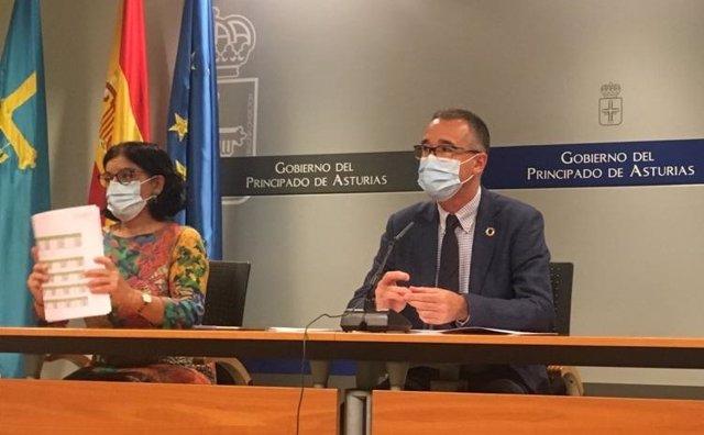 La gerente del Sespa, Concepción Saavedra, y el consejero de Salud, Pablo Fernández Muñiz