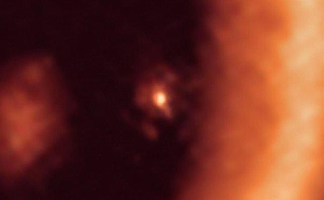 Disco formador de luna alrededor del exoplaneta PDS 70c visto con ALMA
