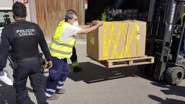 La Policia d'Elx intercepta un vehicle que portava 51 paquets de tabac de contraban