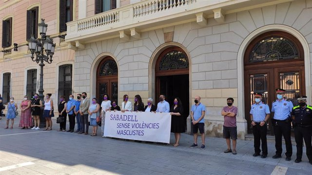 El minuto de silencio guardado en la plaza Sant Roc de Sabadell (Barcelona)