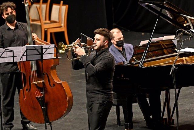 Archivo - Manuel Blanco en concierto.