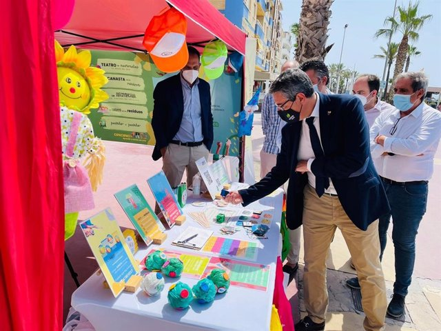 La Diputación impulsa una campaña para fomentar el reciclaje de envases en municipios costeros de Axarquía