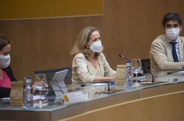 La vicepresidenta primera del Gobierno y ministra de Asuntos Económicos y Transformación Digital, Nadia Calviño (2d), preside la Conferencia Sectorial de Mejora Regulatoria y Clima de Negocios en la sede ministerial.