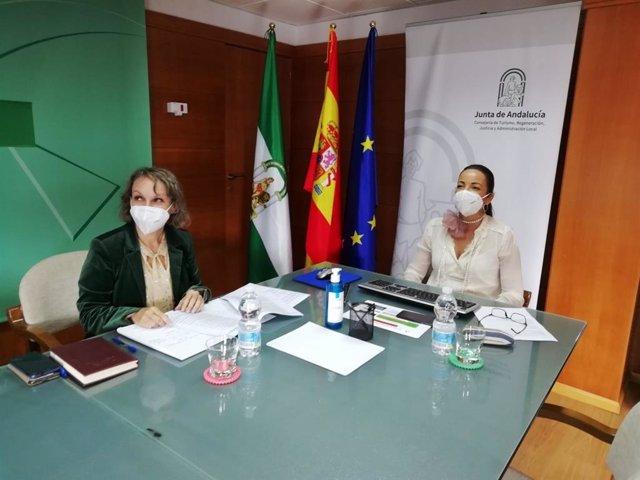 Reunión de la delegada de Turismo en Huelva, María Ángeles Muriel, con municipios costeros.