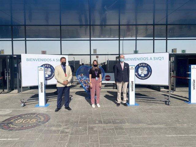 El Servicio Andaluz de Salud y la Confederación de Empresarios de Sevilla instalan un punto de vacunación en el centro logístico de Amazon en Dos Hermanas.
