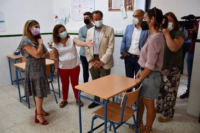 Irene García y José María Román visitan la ampliación del Centro El Olivo de Chiclana