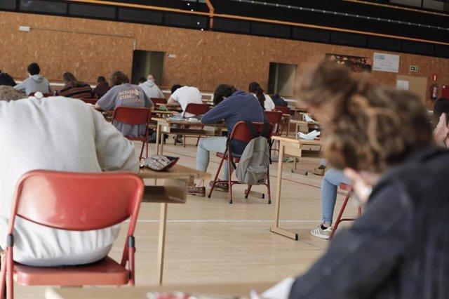 Archivo - Alumnos de Bachillerato del Colegio Virgen de Europa de Boadilla del Monte (Madrid)