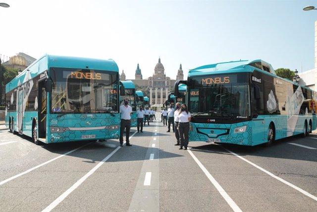 Dos autobusos del servei Aerobús de Barcelona