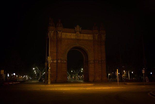 Archivo - Arxiu - Zona de l'Arc de Triomf de Barcelona buida pel toc de queda