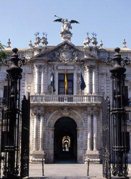 Archivo - Fachada del Rectorado de la Universidad de Sevilla (Fotografía de archivo)