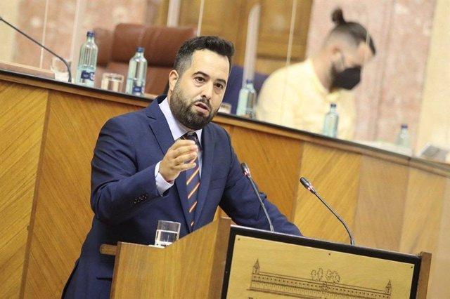 El parlamentario de Ciudadanos (Cs) Fran Carrillo, en el Pleno del Parlamento andaluz.