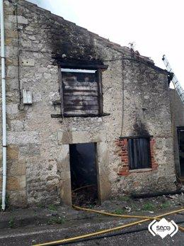 Incendio en una cuadra en Ribadedeva.