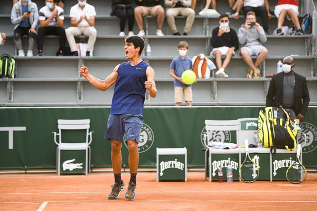 Archivo - Carlos Alcaraz of Spain celebrating his victory during the Roland-Garros 2021, Grand Slam tennis tournament on June 3, 2021 at Roland-Garros stadium in Paris, France - Photo Victor Joly / DPPI