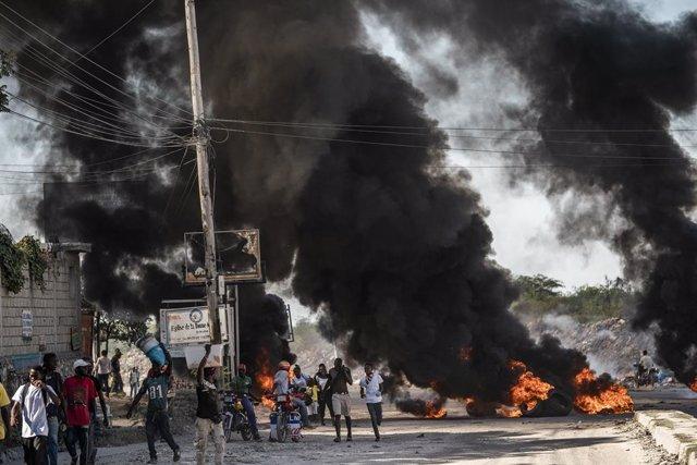 Archivo - Una manifestación contra el presidente haitiano Jovenel Moise en Puerto Príncipe.