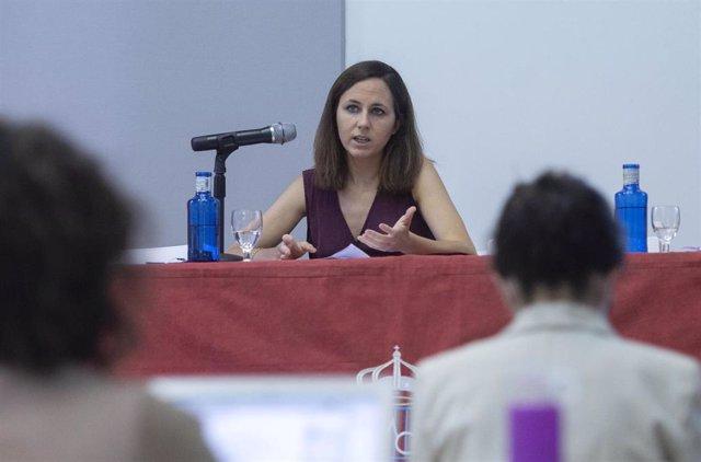 La ministra de Derechos Sociales y Agenda 2030, Ione Belarra, imparte una conferencia en los Cursos de Verano de la Universidad Complutense en San Lorenzo de El Escorial 2021.