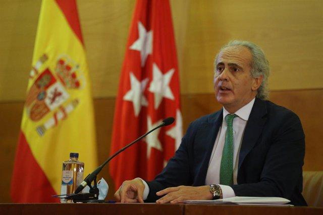 El consejero de Sanidad de la Comunidad de Madrid, Enrique Ruiz Escudero, ofrece una rueda de prensa para informar sobre la situación epidemiológica y asistencial por coronavirus en la región