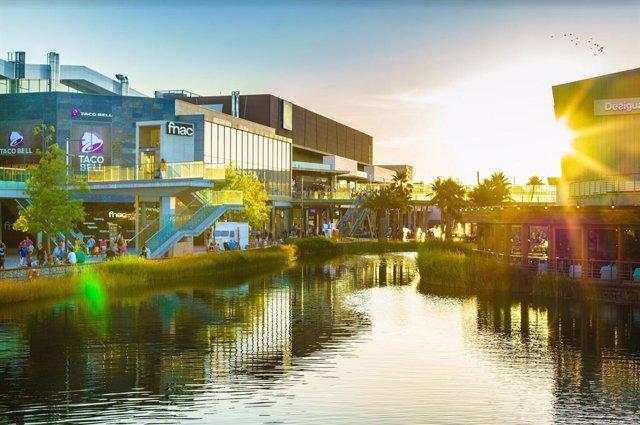 Puerto Venecia recicla más de 20 toneladas de residuos y ropa durante 2020.