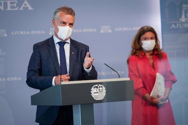El Lehendakari, Iñigo Urkullu (i), y la consejera vasca de salud, Gotzone Sagardui (d), durante una rueda de prensa posterior a la reunión del Consejo asesor del LABI, a 22 de julio de 2021, en Vitoria, Álava, Euskadi (España).