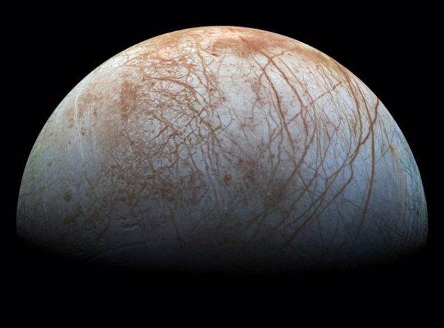 Imagen de Europa tomada por la sonda Galileo de la NASA en la década de los 90