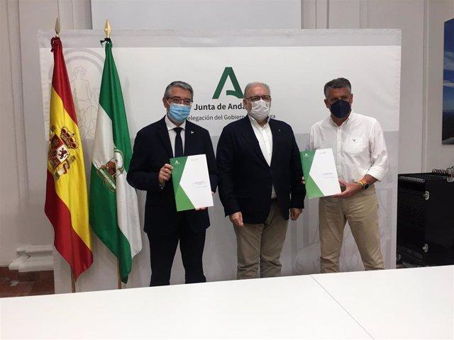 Firma del convenio para la construcción de centros de salud en Rincón de la Victoria y Nerja