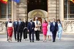 El presidente del Gobierno de Aragón, Javier Lambán, y el resto del ejecutivo en la entrada norte del Edificio Pignatelli