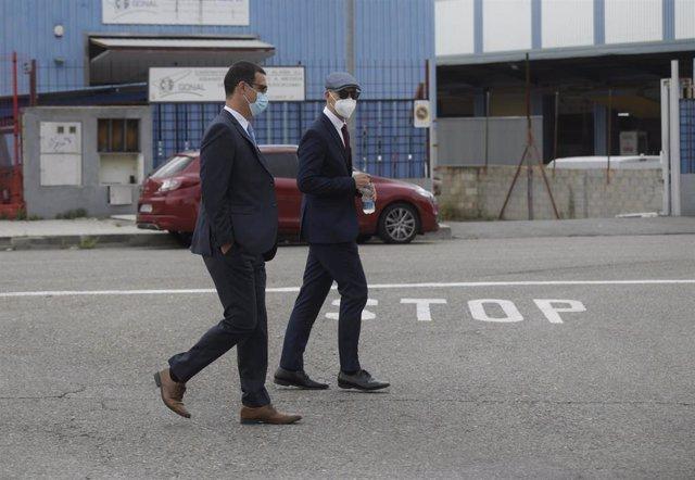 Los mossos Carlos de Pedro (i) y Xavier Goicoechea (d) a su llegada a la Audiencia Nacional para declarar en el juicio por ir con el expresidente de la Generalitat Carles Puigdemont en el momento de su detención en Alemania, a 6 de julio de 2021, en San F