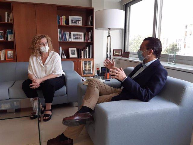 Reunión entre la secretaria de Política Institucional del sindicato, Paloma Vega, y el consejero de Economía, Hacienda y Empleo, Javier Fernández- Lasquetty.