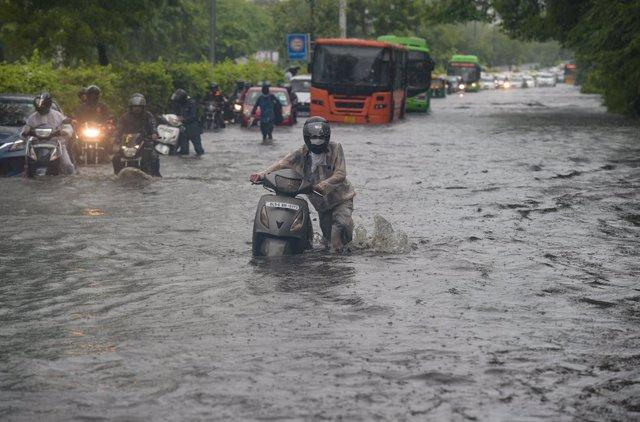 Inundaciones en la capital de India, Nueva Delhi, a causa de las fuertes lluvias