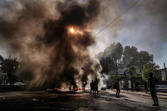Protesta en Beirut contra la escasez de combustible en medio de la crisis económica en Líbano