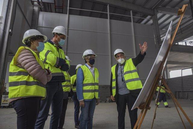 La conselleira do Mar, Rosa Quintana, visita las obras de la nueva instalación de Frigonor Coldstore, en A Pobra do Caramiñal (A Coruña)
