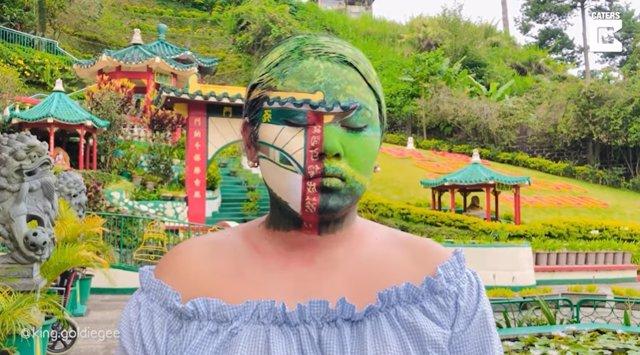 La artista Goldie Yabes lleva el surrealismo a Instagram con su increíble talento para camuflarse en el entorno