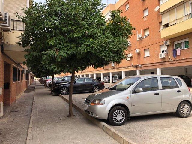 Una de las calles de la Barriada de Rabesa de Alcalá de Guadaíra que será objetos de mejora.
