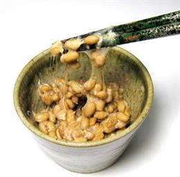 Archivo - Natto, plato típico del desayuno en Japón