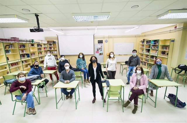 Archivo - Equipo de docentes del IES Valmayor de Madrid.