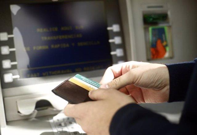 Archivo - Cajero de banco
