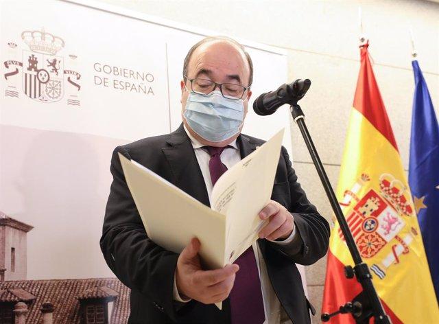 El ministre de Cultura i Esport, Miquel Iceta, després de la XXIX Reunió del Ple de la Conferència Sectorial de Cultura, en el Claustre dels Jerónimos del Museu Nacional del Prado.