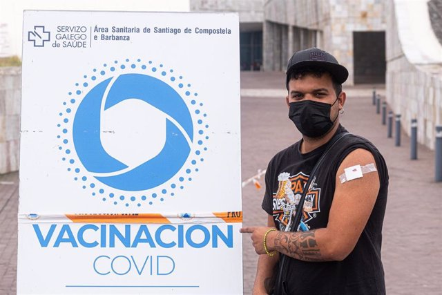 O presidente da Xunta, Alberto Núñez Feijóo, anunciou este xoves a apertura da autocita para vacinarse destinada aos adolescentes de 16 a 19 anos. Xa arrincou este xoves  a vacinación en Santiago cos menores de 29 anos.