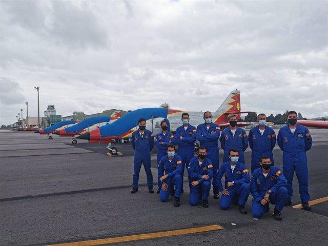 Equipo que dirixirá o sete cazas de Patrúllaa Aguia que pintarán o ceo de Santiago coa bandeira de España o domingo 25 de xullo, Día do Apóstolo.